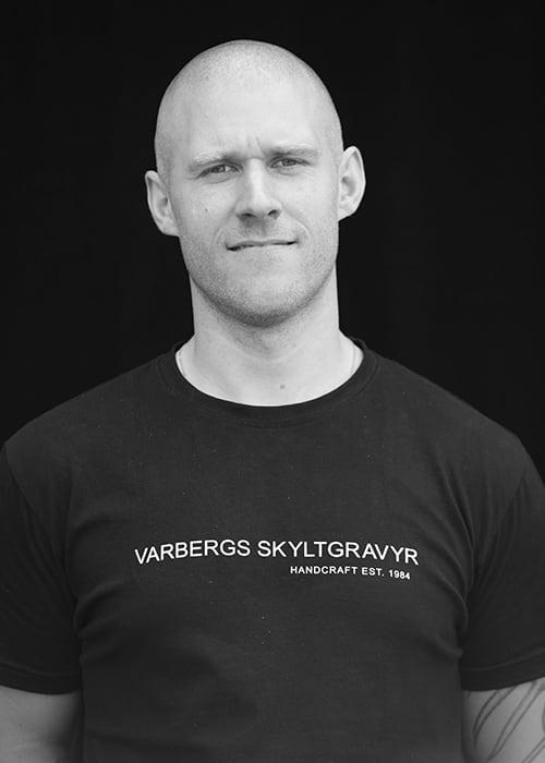 Johjan Brunstorp, Varbergs Skyltgravyr