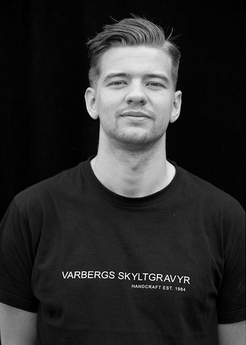 Johan Göransson, Varbergs Skyltgravyr